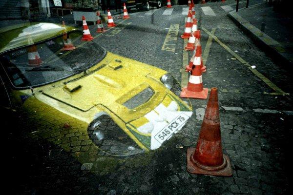 Photo argentique double expo voiture dans le décor